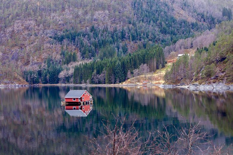 """The waterhouse - Mijn andere objectieven defect... dus dan maar portretjes maken met mijn 50mm 1.8 in Noorwegen <img  src=""""/images/smileys/smile.png""""/"""