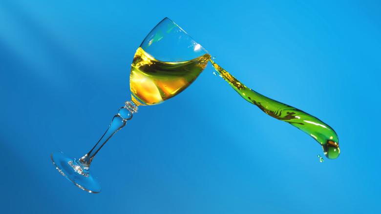 Storm in het glas - Vanmiddag wat geprobeerd met vloeistof en een wijnglas