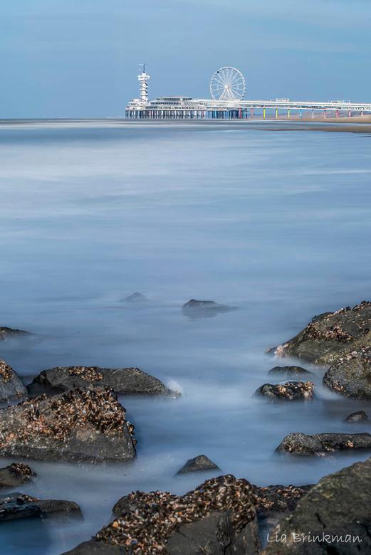 Scheveningen  - Scheveningen aan zee.<br /> Heerlijk genoten van de zon, zee en het strand. Gezellig met Doris opstap geweest en genoten van een warm