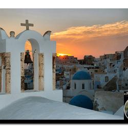 Santorini-by-PhotoSPURS