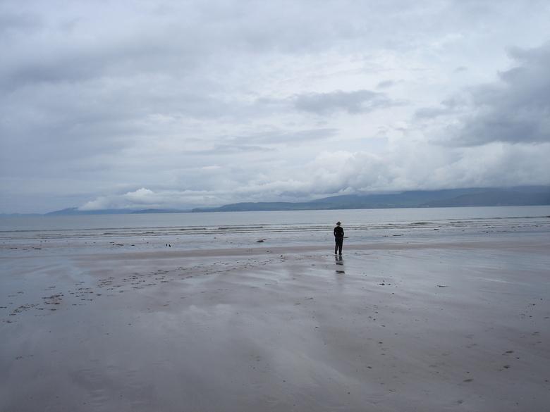 meisje bij de zee