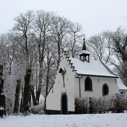 De Kluis in de sneeuw