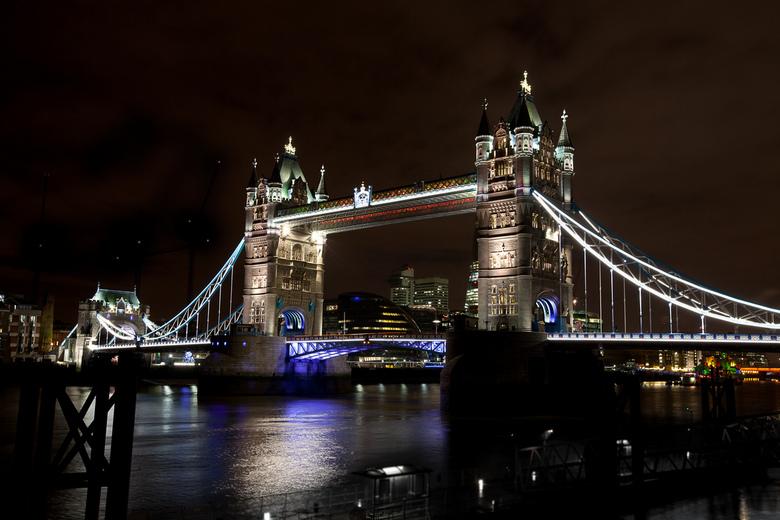 towerbridge.jpg - Tower Bridge, tijdens kerst shoppen in de UK.