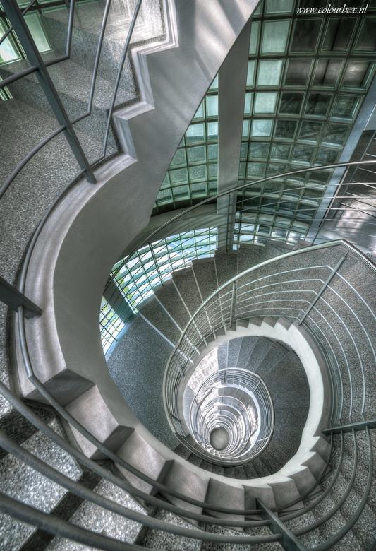Going up, going down, going all the way around. - Nog een fotootje dan van dezelfde trap die momenteel schittert op de cover van het Zoom.nl cursusboe