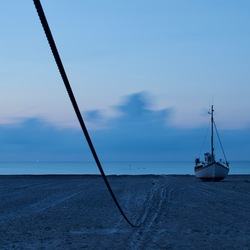 Vissersboot op strand DK