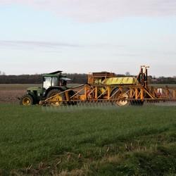 IMG_1350  Tractor met sproeimachine