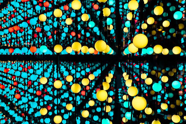 Eindhoven Glow - Morgen begint weer Eindhoven Glow en de laatste keer dat ik er was heb ik deze foto gemaakt van een kunststellage waar je doorheen ko