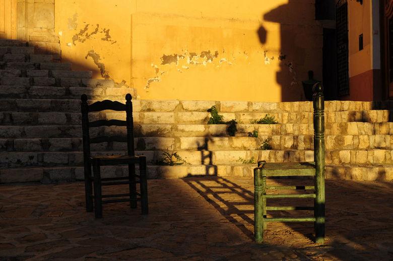 Siësta - Bij een wandeling in de bergen van Spanje, kwam ik een pittoresk dorpje tegen genaamd Finestrat.<br /> Het was laat in de middag,de inwoners
