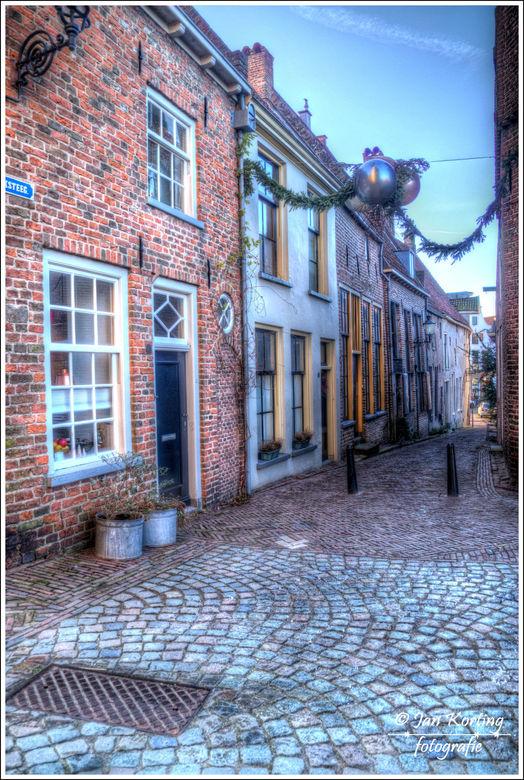 Kerksteeg Deventer - Vrijdags na de kerst een rondje door het zonnige maar verlaten Deventer gelopen<br /> <br /> Deze foto is opgebouwd uit 3 foto&