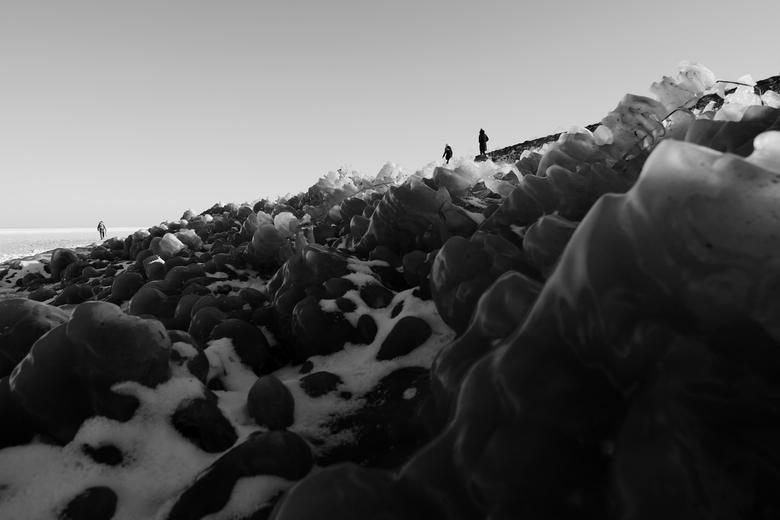 Markermeer - Winter - Bevroren ijssculpturen aan de dijk van het Markermeer (nabij Volendam), tijdens de Februari winter van 2021.