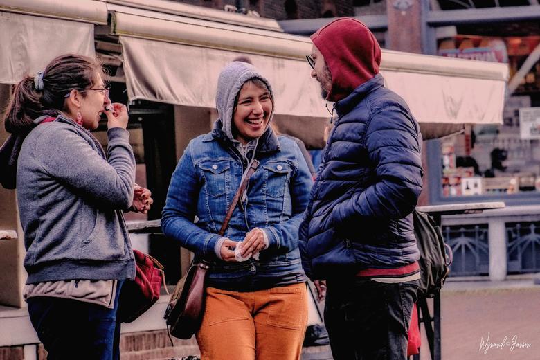"""Group conversation - Doe maar een onderonsje. Zo leuk woordgrapje.<img  src=""""/images/smileys/tongue.png""""/>"""