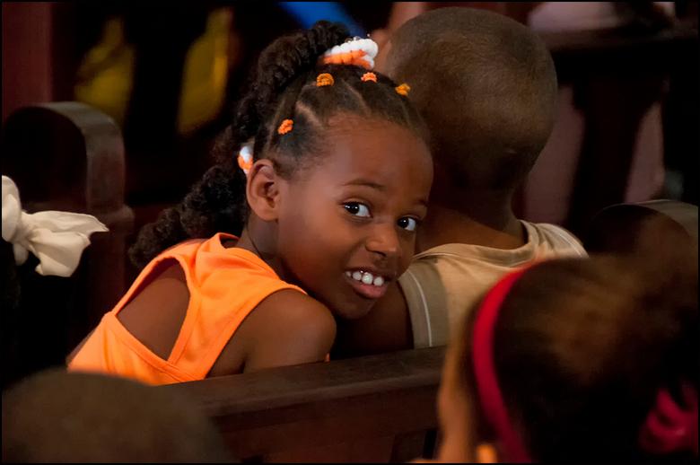Cuba 91 - Het leuke van kinderen, waar ook ter wereld, is, dat ze altijd heerlijk nieuwsgierig zijn. En dan maakt het niet uit of ze in een  kerkdiens
