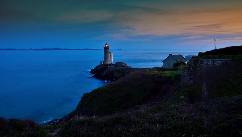 lighthouse - bretagne deze vuurtoren bij avond