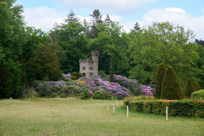 Oude Watertoren Oud Groevenbeek - De WATERTOREN uit 1912 bevindt zich op een kunstmatig opgeworpen heuvel ten noorden van de tuinmanswoning op het ter