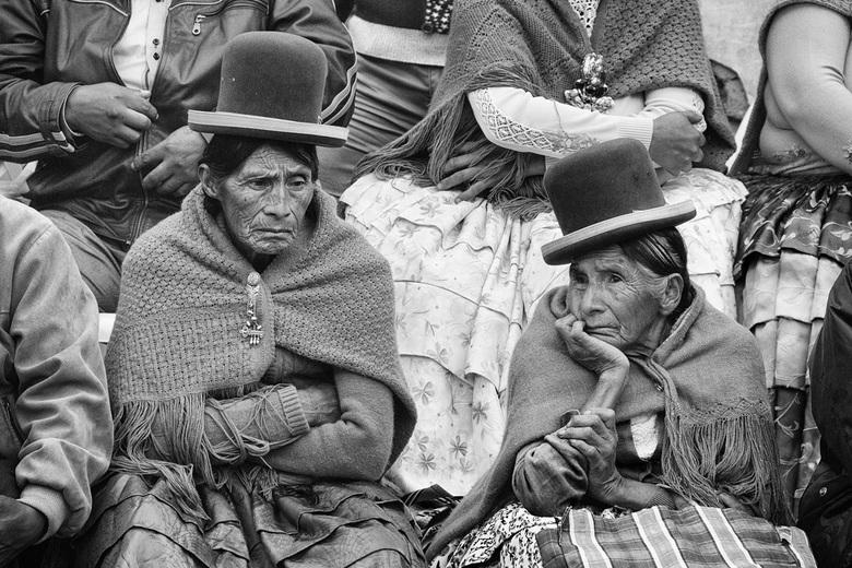 Twee Oude Aymara Vrouwen - Twee oude Aymara vrouwen tijdens een dorpsfeest in de buurt van La PAz, Bolivië