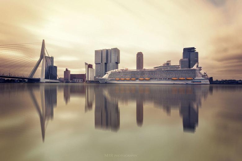 MS Harmony of the Seas te Rotterdam. - 'S werelds grootste cruise schip vanmorgen op de plaat gezet.