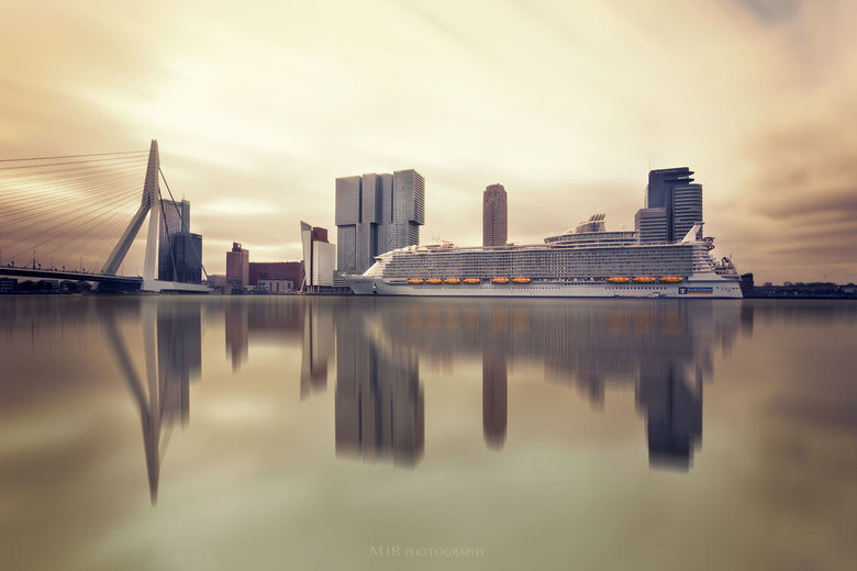 MS Harmony of the Seas te Rotterdam.