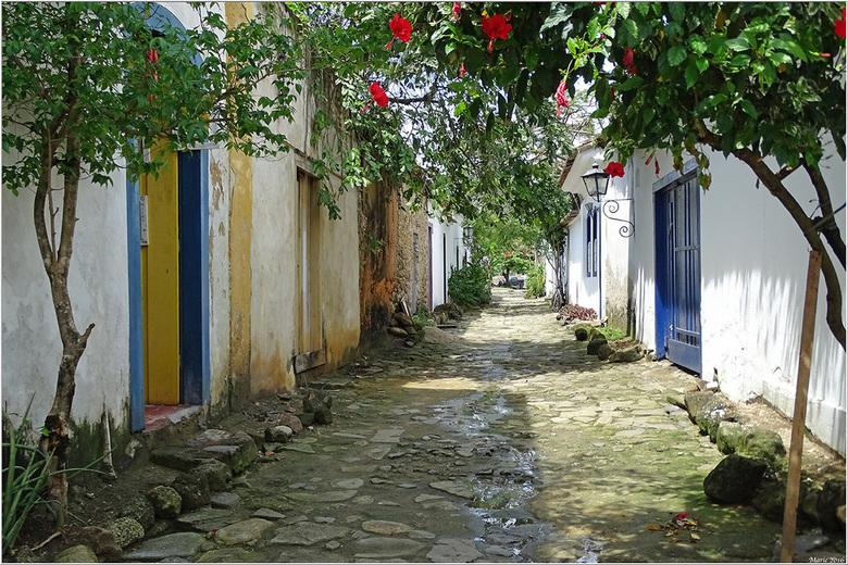straatje - Een straatje in Parati, Brazilië.