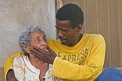 Hier straalt de liefde vanaf!! - In oud Mombasa liepen wij door de straatjes en zagen dit geweldige tafereel!! Met goedkeuring gefotografeerd