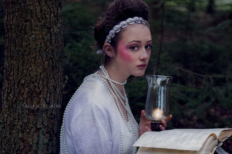 fairytale story - Model: Marelise Bots<br /> Visagie &amp; Styling: Judith Ongersma<br /> www.froukjewilming.com