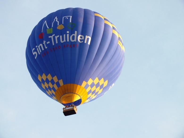 up and away (3) - Ik doe even verder vandaag met die ballon....