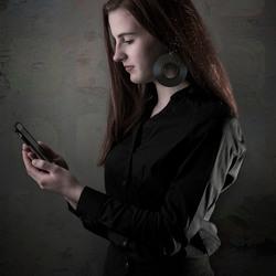 Danique met smartphone