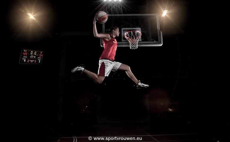 """Project sportvrouwen : basket - Dit is een foto uit het project """"Sportvrouwen"""". Voor dit project maak ik actie- en portret foto's van d"""