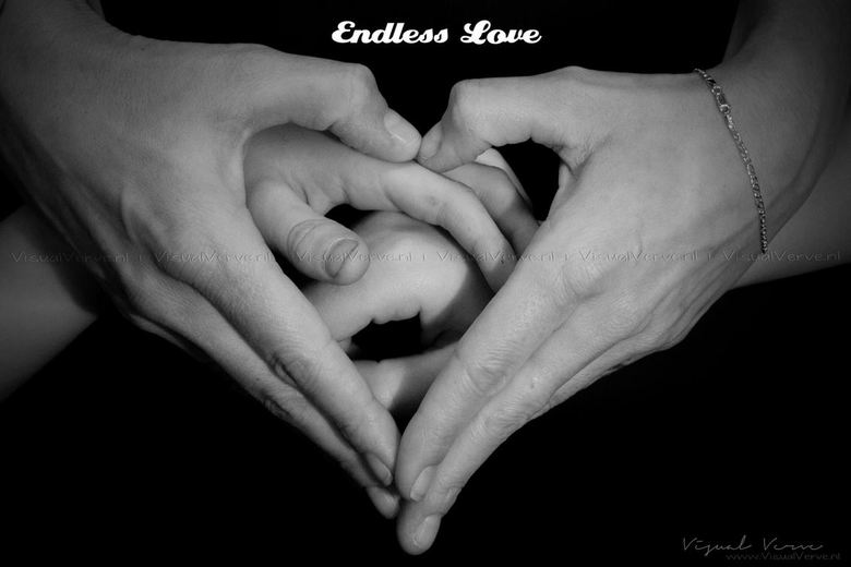 A Mother's Love - Een andere benadering van het ouderschap dan op de zwangere buik of om de babyvoetjes.