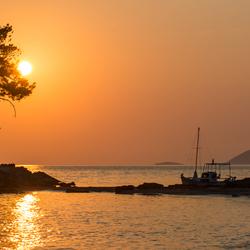 zonsopkomst met bootje