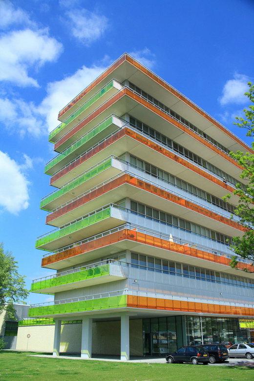 gekeurd - een van de nieuw bouwflats in de buurt<br /> <br /> heb nog niets met de foto gedaan <br /> vond de kleuren erg mooi