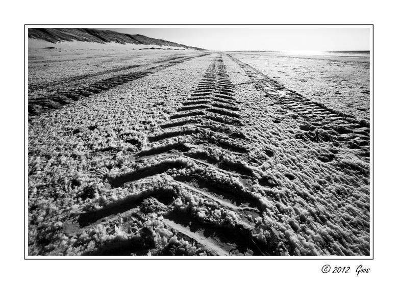 Rondje Kerf 8 - Sneeuw op het strand en de afdrukken van zware wielen.<br /> <br /> Allemaal weer bedankt voor jullie reacties en een fijne zondag v