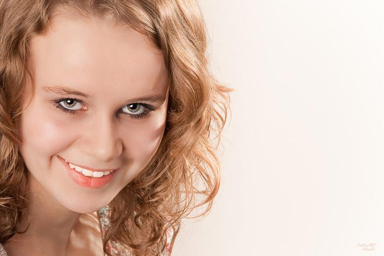 Glamorous - Gisteravond bij maat Elco (EvdD) in de studio fotoshoots genomen van mijn lieve dochter Danique. Ze wilde ook graag een (glossy en glamoro
