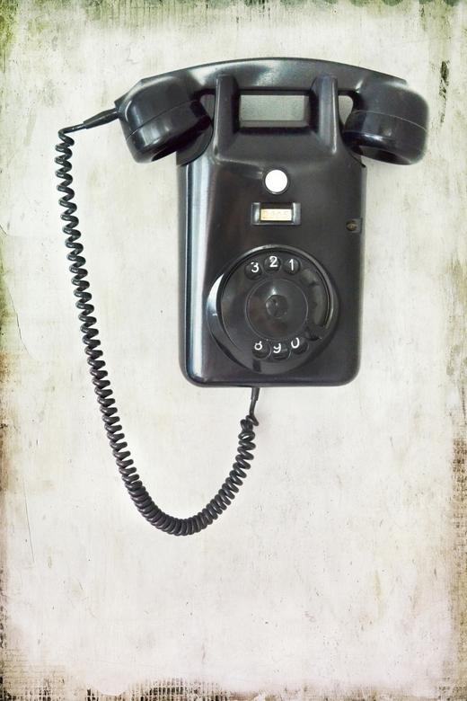 Old telephone, vintage   - Deze oude bakkelieten telefoon hangt bij ons in de gang. Helaas doet hij het niet meer, maar het is wel een blikvanger...Be