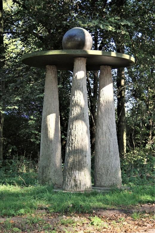 Kunstwerk in park Madestein (den-Haag)  - Kunst Werk in park Madestein          (den-Haag)<br /> Gtjs.AJ62