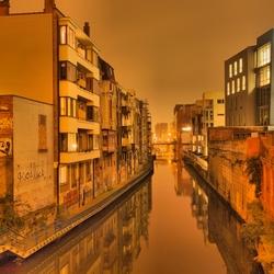 Achteraf straatje in Gent by night