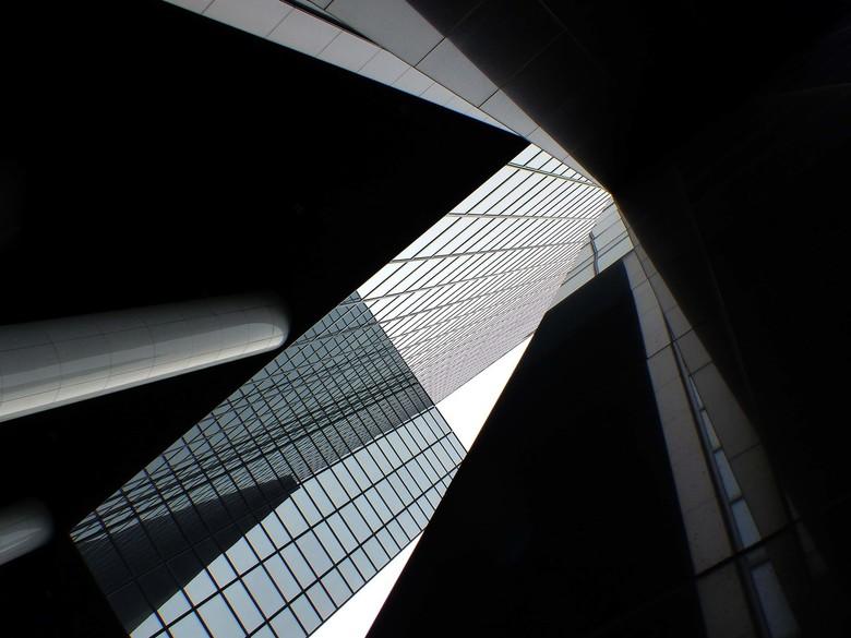 Delftse Poort - Het Gebouw Delftse Poort aan het Weena in het centrum van Rotterdam was tot mei 2009 het hoogste kantoorgebouw en de derde hoogste wol