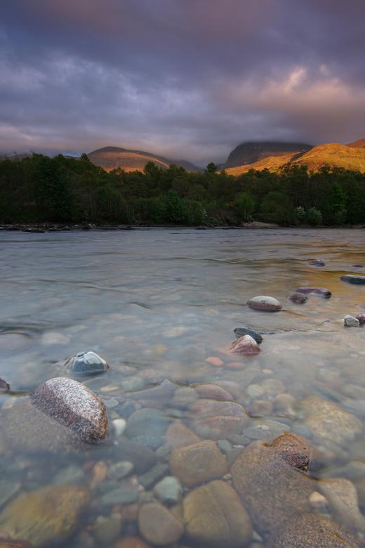 The river Glas! - Een prachtige avond aan de voet van de Ben Nevis, hier voor de portretstand gekozen voor meer diepte. Inmiddels de foto ook afgedruk
