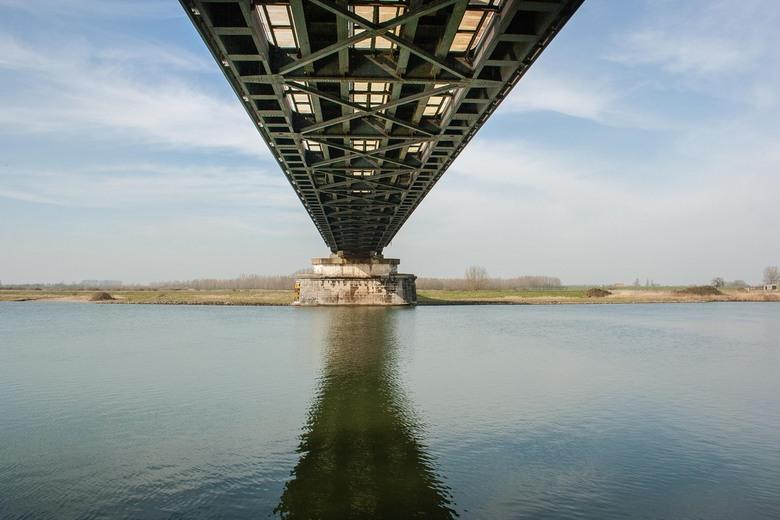 Brug over IJssel - Foto gemaakt tijdens wandeltocht die voor groot gedeelte langs IJssel liep.
