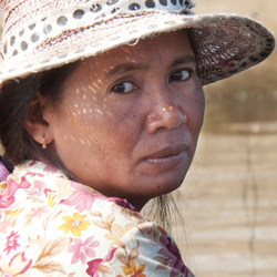 Faces of Cambodja -33- treurige vrouw