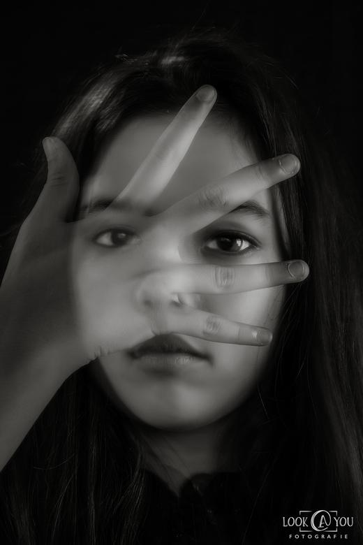 "Door de vingers zien - ""door de vingers zien"""
