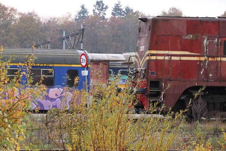Voormalige Wagenwerkplaats Amersfoort - Op 22 november 2019 staat er nog steeds oud materieel opgesteld bij de voormalige Wagenwerkplaats te Amersfoor