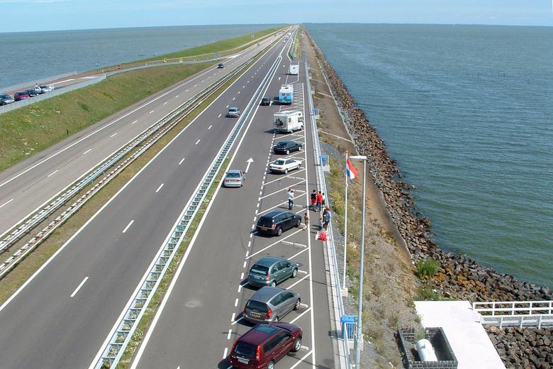 Weg naar....... - Afsluitdijk. Camerastandpunt richting Friesland