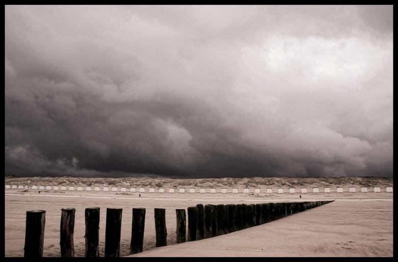 de zomer is ver weg.... - Lege strandhuisjes in Zeeuws Vlaanderen....