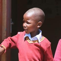 Twee kinderen op een schooltje in Malealea in Lesotho (even aanklikken om de hele foto te zien)
