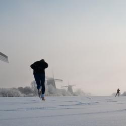 schaatsers bij Kinderdijk