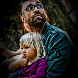 Vader en dochter in het park