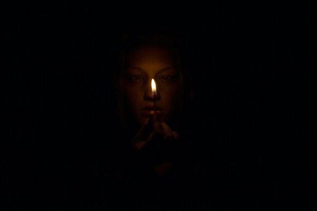 Mysterious - Het enige lichtpuntje dat sommige mensen in hun leven hebben.