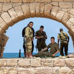 Soldaten rusten even uit...