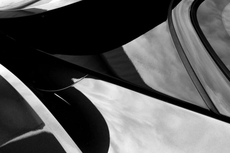 Abstract in een bewegende vorm - <br /> Licht en Donker<br /> <br /> Verleden en Heden<br /> <br /> Structuur en Gedrevenheid<br /> <br /> Herh
