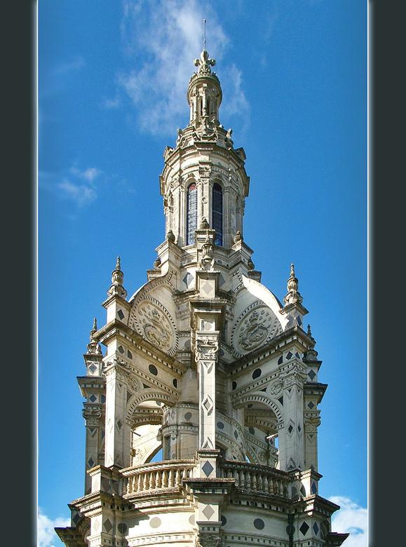 Chambord (vervolg) - Helemaal bovenop de centrale wenteltrap in het kasteel van Chambord staat een zogenaamde lantaarn. Op deze foto ziet men nog een